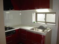 お洒落で印象的な赤キッチン